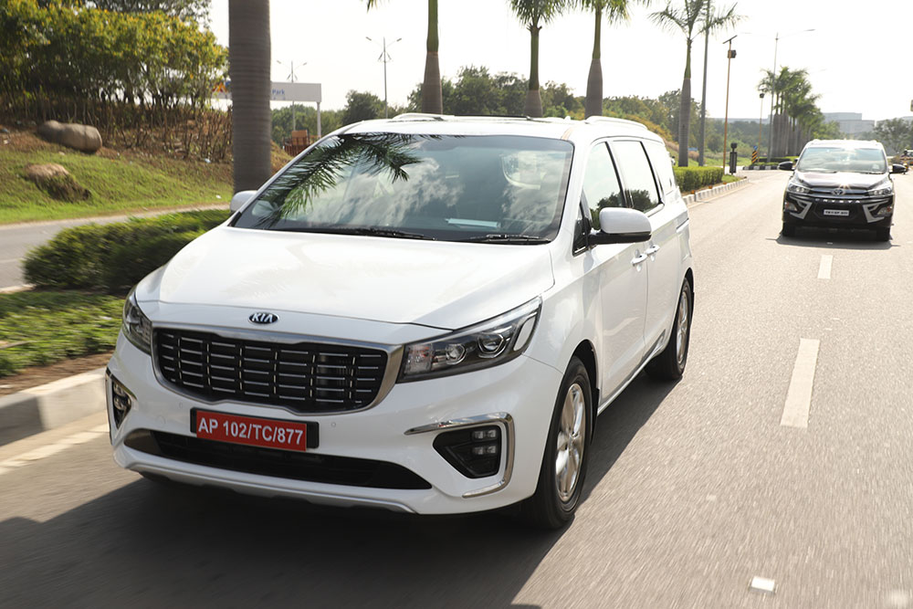 Kia Carnival White Color