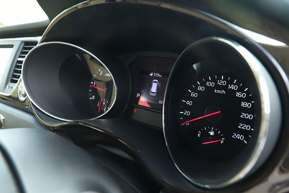 Kia Carnival Speedometer